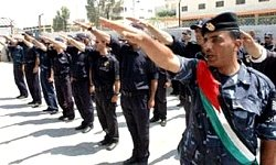 Hitlerhälsning från den palestinska polisen